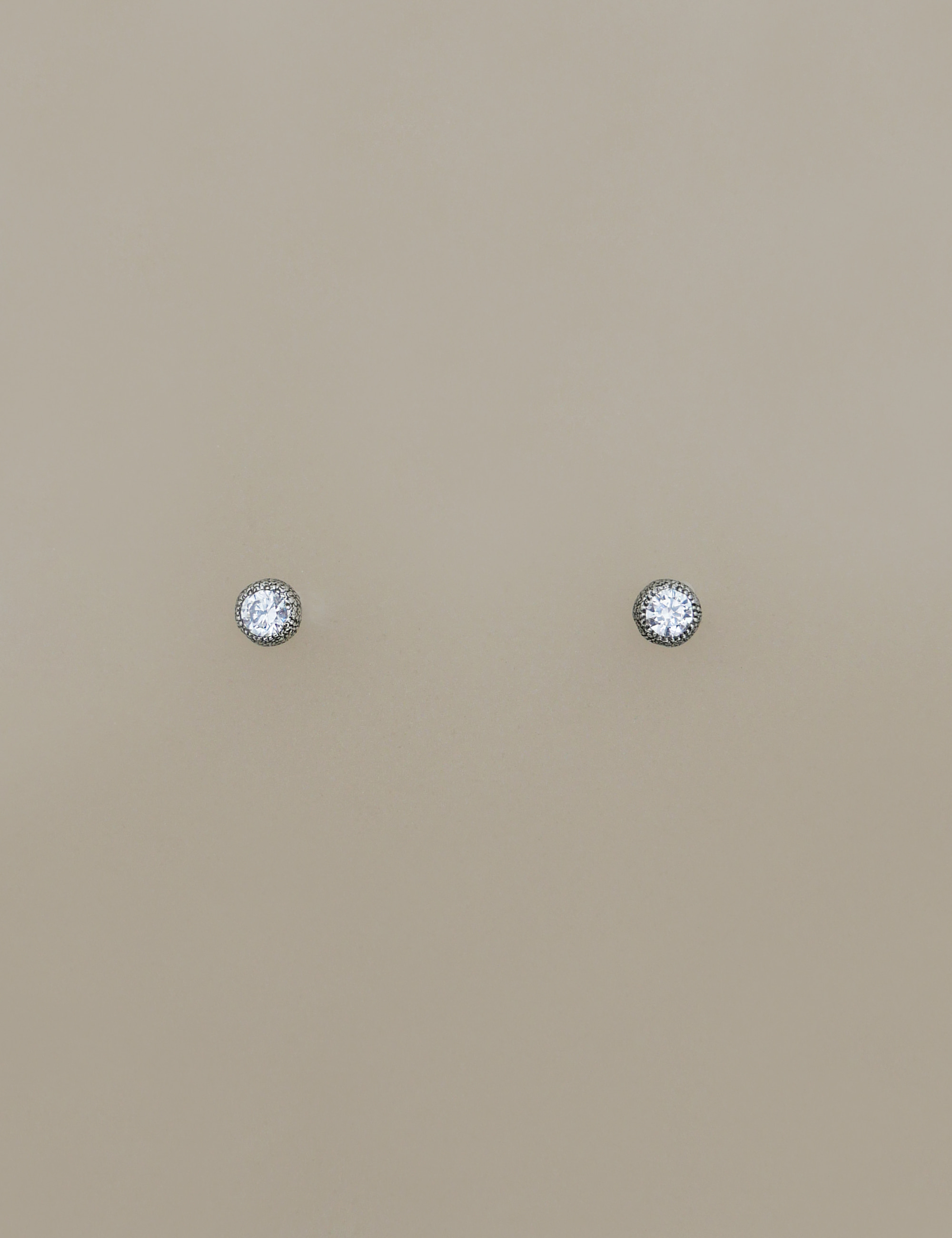 classic round stud earring