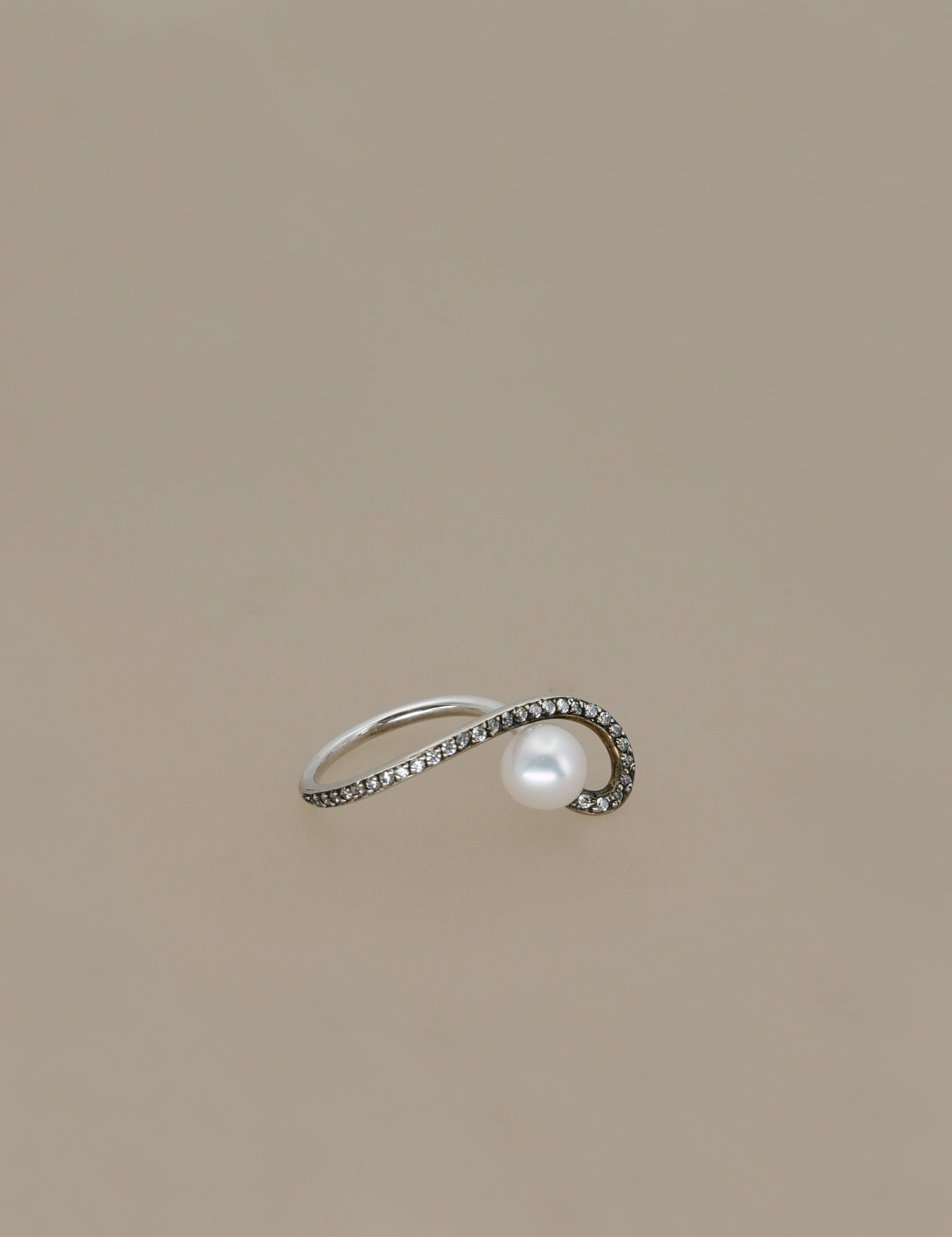line pearl ring