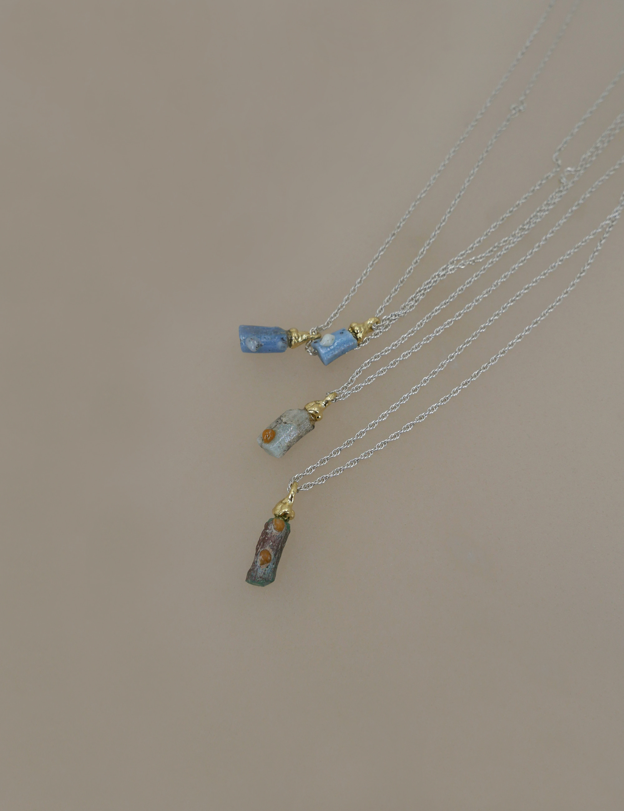Roman Glass Mini Pieces Necklace / Sky Blue