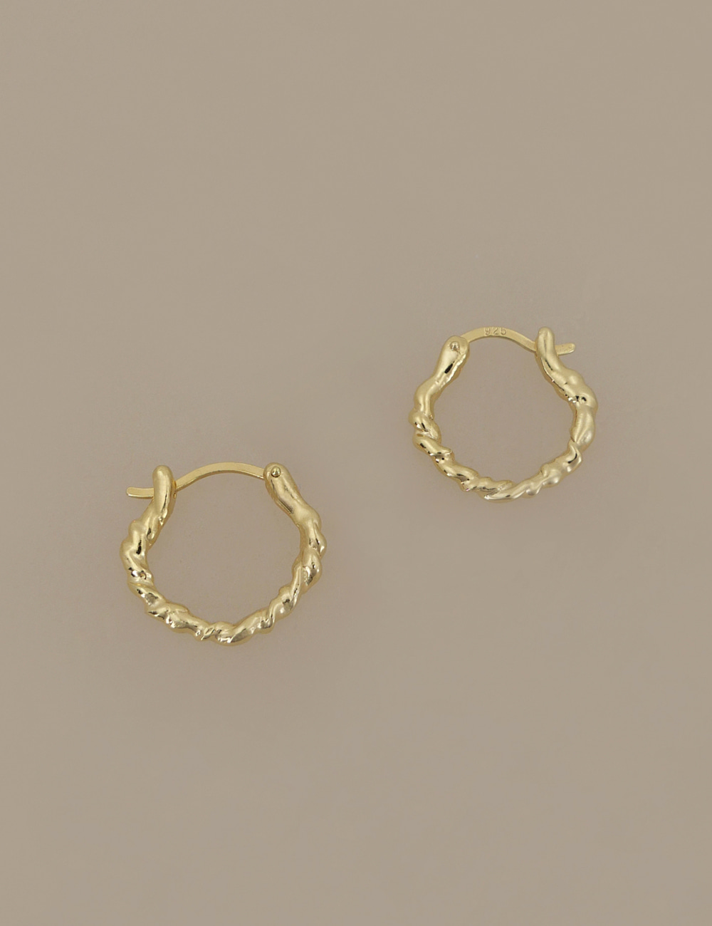 Everyday Twist Earring