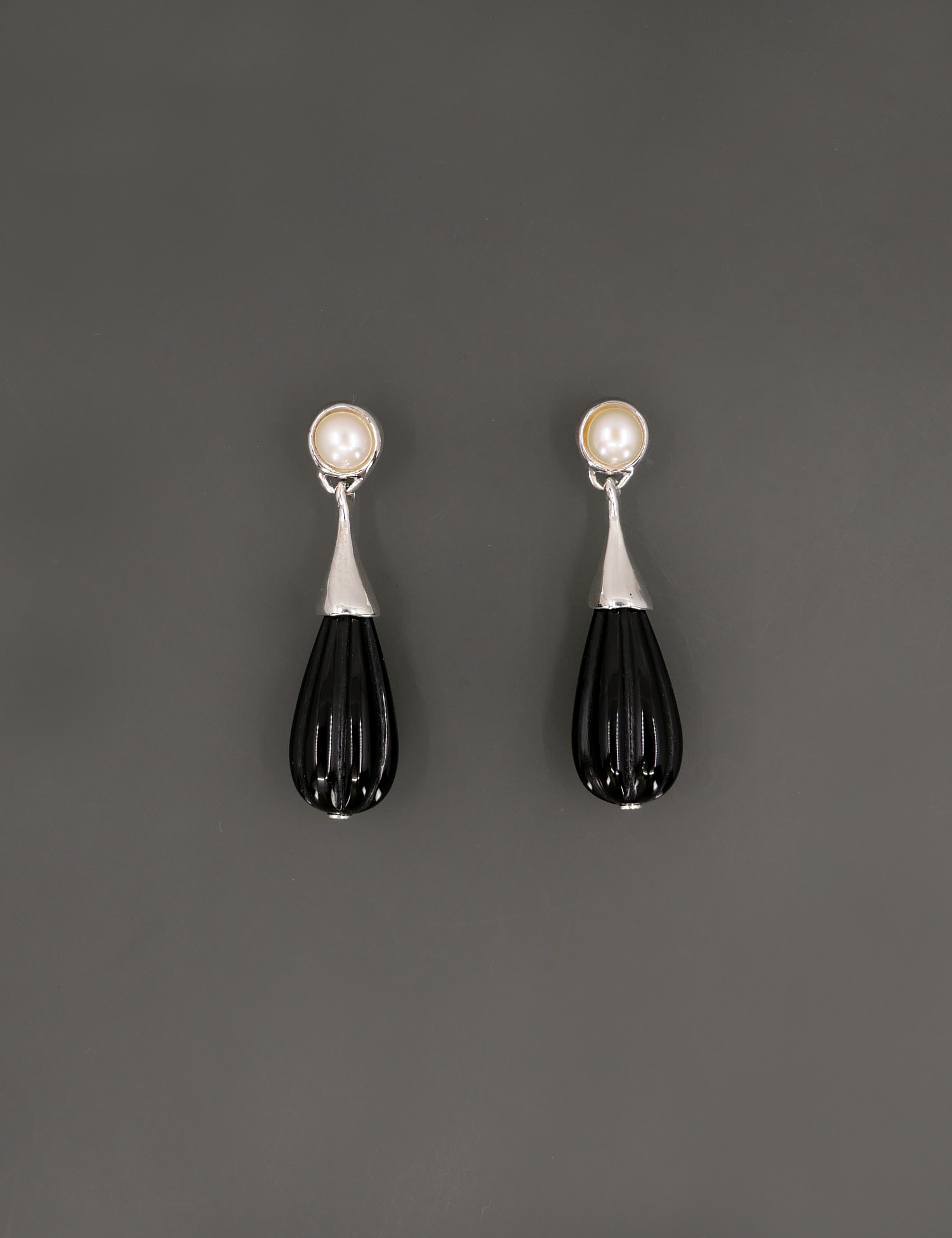 Pearl and Onyx Earring